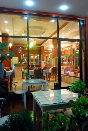 Palm Beach Hotel Phuket: Terrace