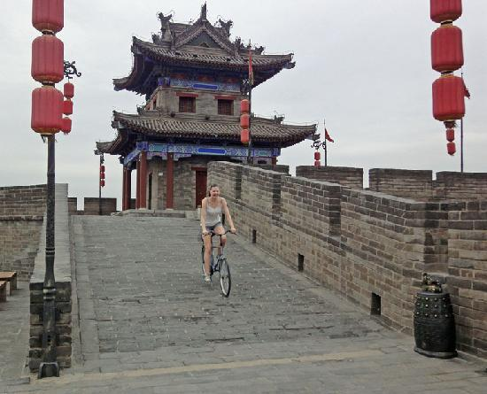 Xiangzimen International Youth Hostel : Riding the city wall one morning.