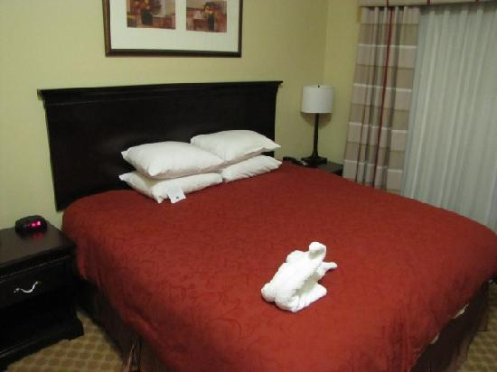 Country Inn & Suites by Radisson, Ontario at Ontario Mills, CA: Big & comfortable bed