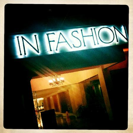 In Fashion Hotel Boutique: Hotel at night