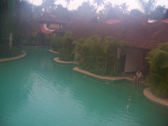 Kumarakom Lake Resort: meandering pool villas