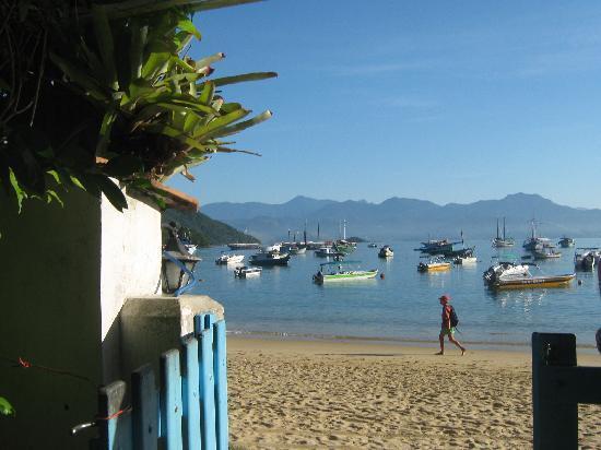 Pousada Mara E Claude: Vista de la playa desde la posada