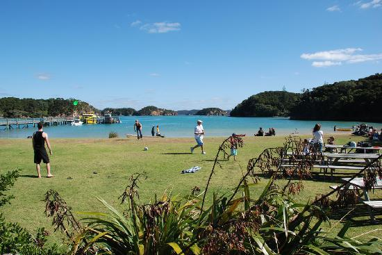 Explore Group - Bay of Islands : Play games on the island
