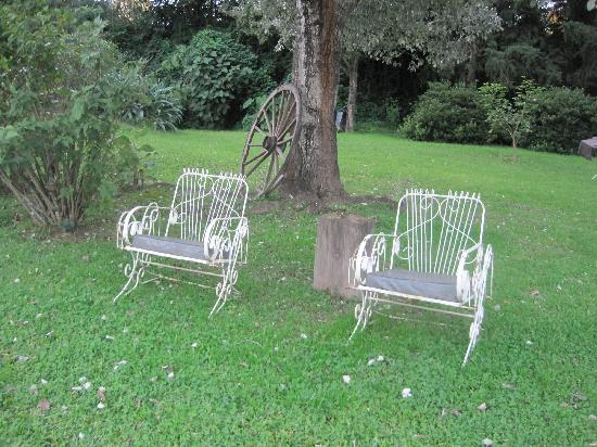 Casa Hernandez: tranquil lawn chairs