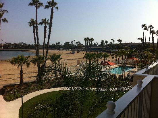 Marina del Rey, CA: Pool and sand