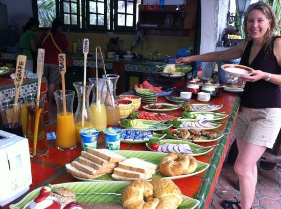 Sandalwood Luxury Villas: Breakfast!