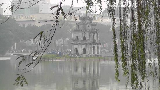 Hanoi Harmony Hotel: Le lac