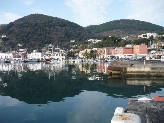 Ischia Porto, Italia: Le Port