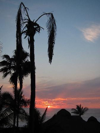 Torres Mazatlan Resort: Amazing Mazatlan sunset from the 4th flr deck in Bldg B