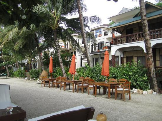 Sunset at Aninuan Beach Resort: view of the rooms