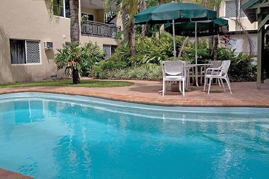 Marlin Gateway Holiday Apartments: Pool and BBQ area