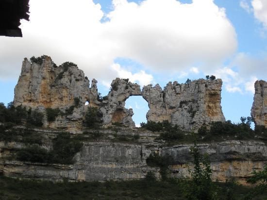 """Orbaneja del Castillo: formaciones rocosas, """"el beso de los camellos"""