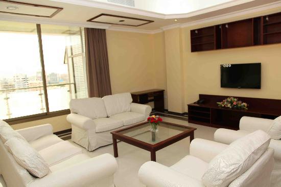 Tanzanite Executive Suites: Family Suite Living Room