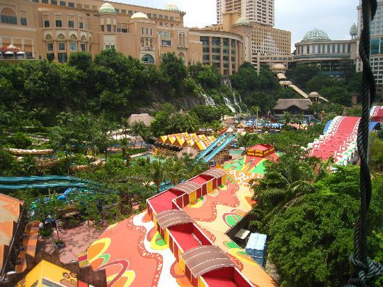 Sunway Lagoon Theme Park : overall view