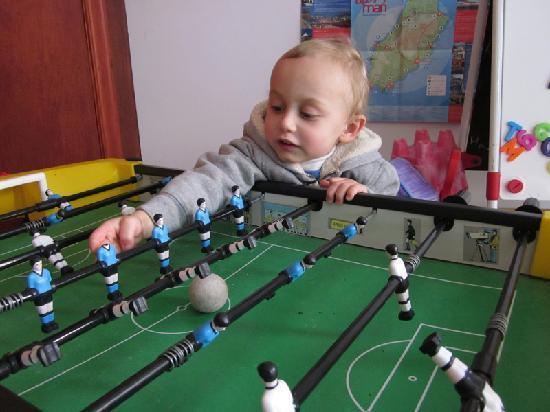 Kionslieu Farm Cottages: babyfoot pour jour de pluie dans la lavenir