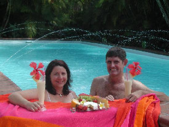 Palm View Holiday Apartments: Enjoy a cool dip in the pool