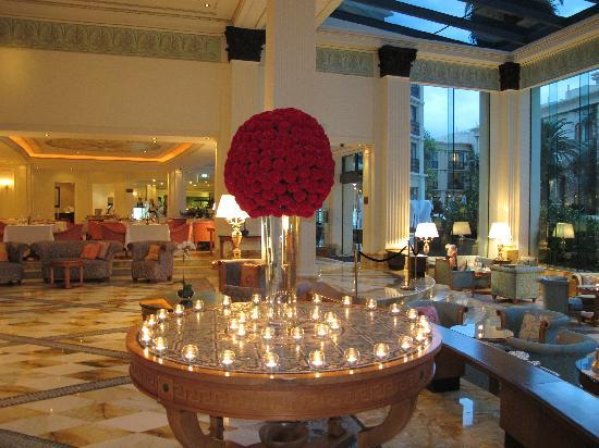 Palazzo Versace : Fresh flowers in reception