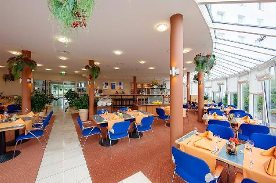 Globana Airport Hotel: Restaurant Wintergarten