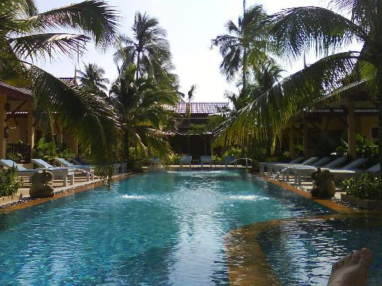 Le Piman Resort: Pool with villas