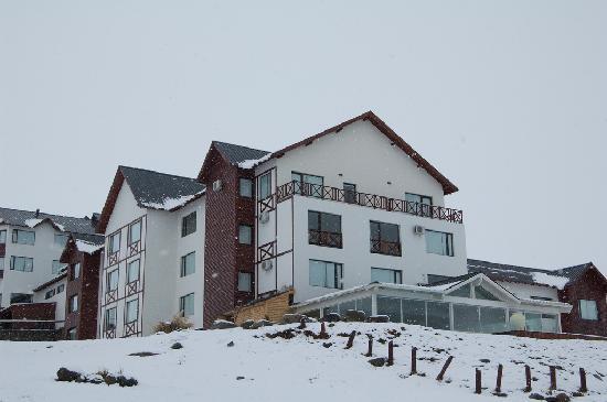 Xelena Hotel & Suites: El hotel desde el lago