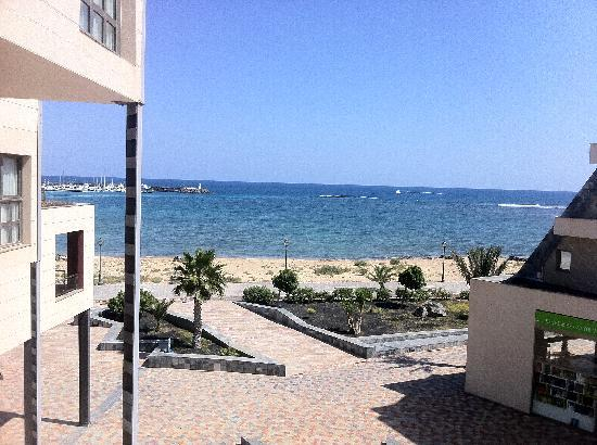 Geranios Suites & Spa Hotel : view from balcony..tide is in, thats not a beach just there. go left or right for that