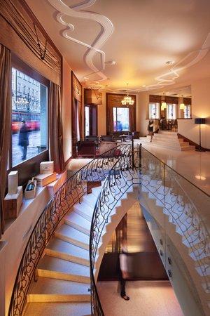 Rhapsody Restaurant: Stairs