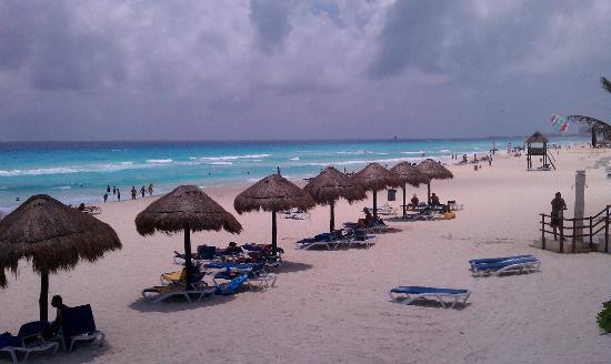 Grand Oasis Cancun: beach at hotel