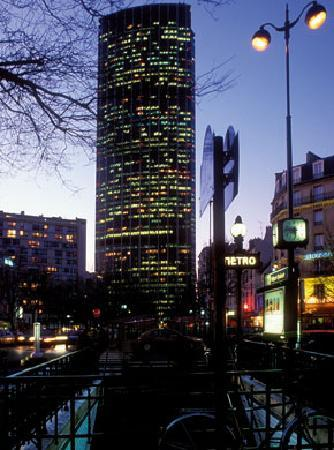 la tour montparnasse picture of hotel de la paix montparnasse paris tripadvisor. Black Bedroom Furniture Sets. Home Design Ideas