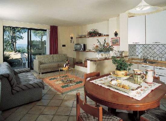 Villa Il Borraccio: Ciclamino Living Room with Sofa Bed