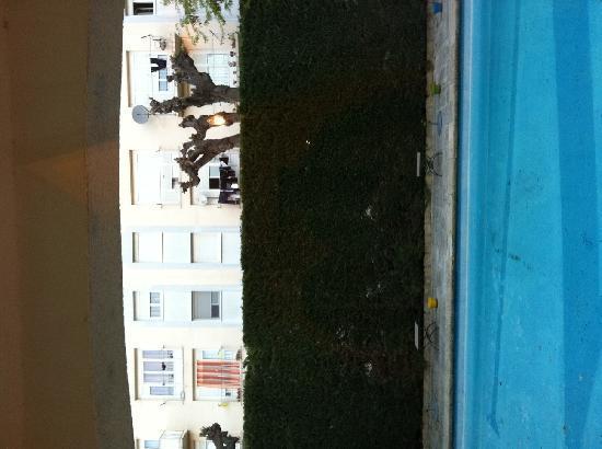 Inter Hotel Mireille: La vue des chambres donnant sur la piscine