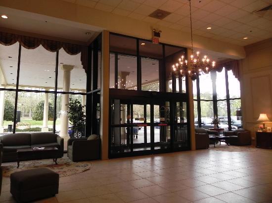 Clarion Hotel Historic District: Lobby Beatiful- people friendly- Good Bar & grill