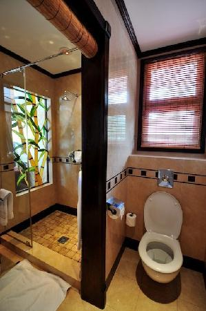 The Wharf Hotel & Marina: Room 2 - bathroom