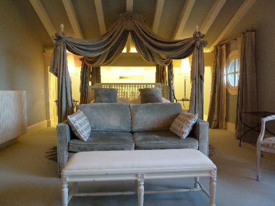 Hotel Iturregi: Getaria Suite bedroom