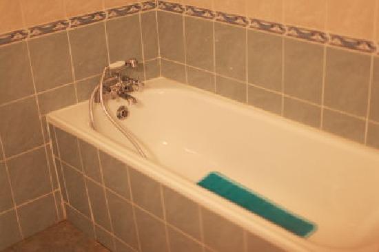 Ahadora Guest House: Bath