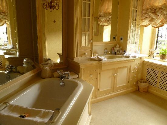 Mill Hay Country House: Garden Suite bathroom
