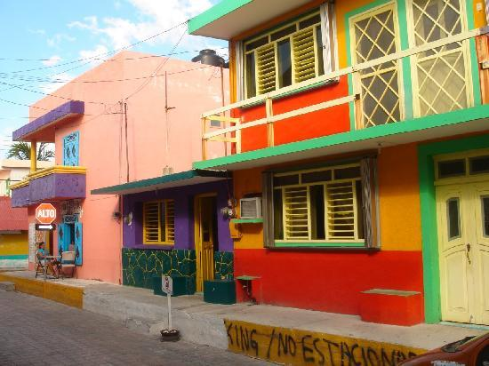 Casa Luna Turquesa: Colorful downtown Isla Mujeres