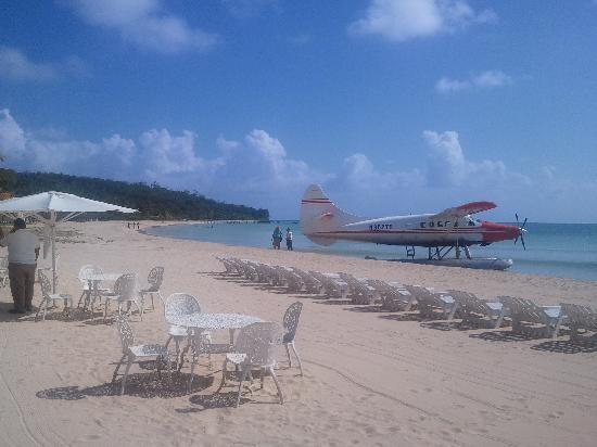 Float Plane In Front Of Arenas Beach Hotel