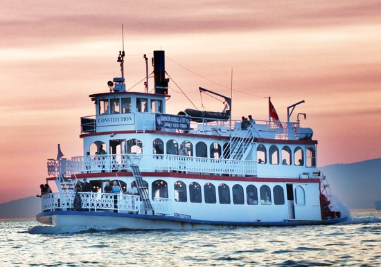 Harbour Cruises: MPV Constitution