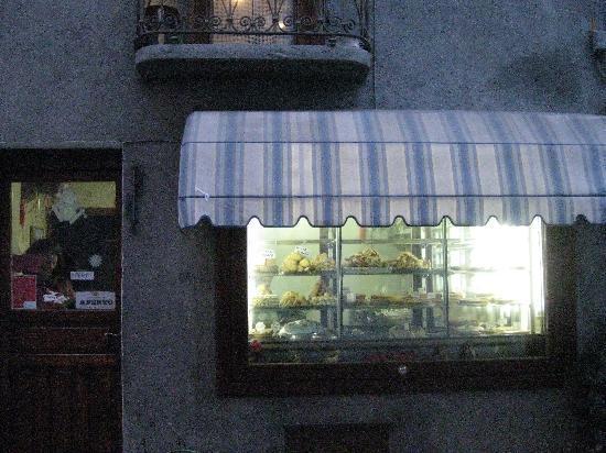 """Cesana Torinese, Italia: """"Pistocchini"""" pasticceria (pastries)"""