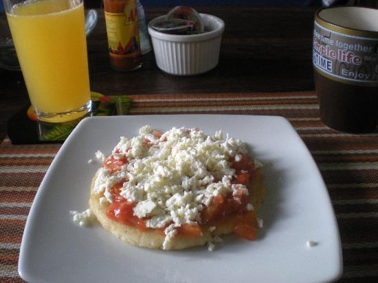 Casa Sweety: Arepa de queso with hogao....a Colombian favorite, very well made!