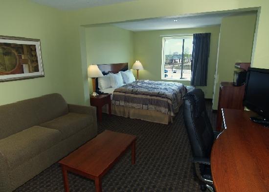 Sleep Inn & Suites Hiram: King Suite
