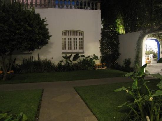 Hotel Casa Gonzalez : night view of the garden