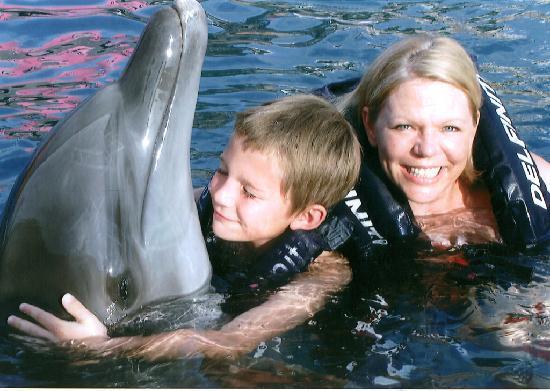 Delfiniti: Hugs