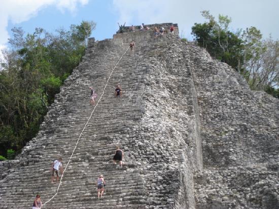 Ruinas de Coba: a short steep climb with a view!