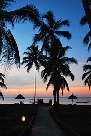 Butiama Beach: way to the beach, sunset