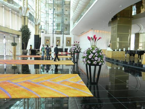 The Meydan Hotel: Lobby looking towards reception desks