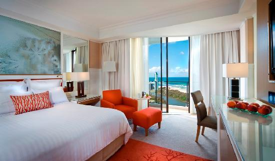 Surfers Paradise Marriott Resort & Spa: Ocean View- Elandra Retreat Club Room