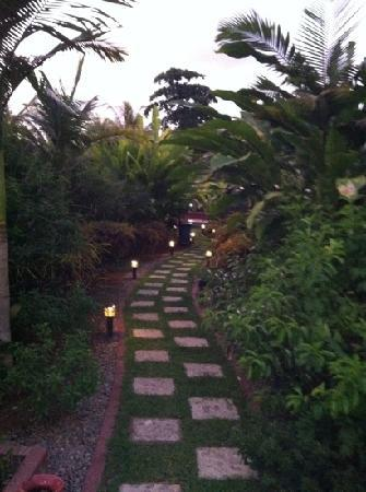 Hotel Diuwak: the path to my room