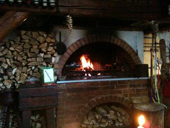 Staroceska Krcma: They also cook in the fireplace