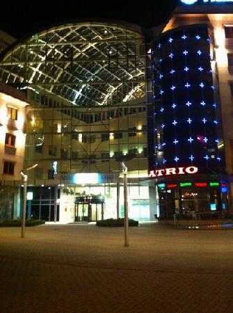 The Westin Warsaw: atrium across the street from Vestin